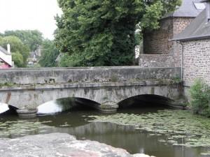 Montfort-sur-Meu_(35)_La_rivière_Le_Meu